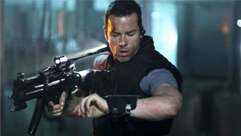 Guy Pearce - Lockout 2