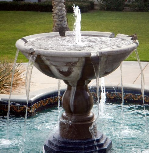 Fountain and doves ...