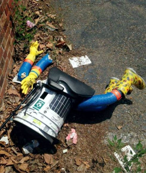 HITCHBOT'S BODY