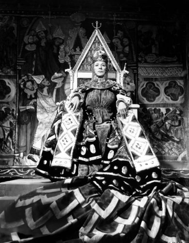 Dame Judith Anderson as Lady Macbeth 2
