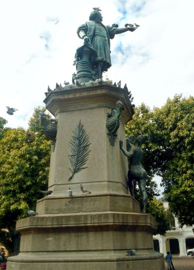 Downtown Santo Domingo Columbus Monument 2