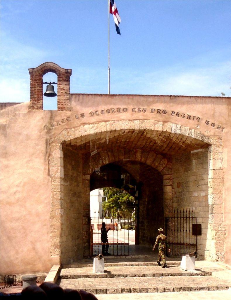 Santo Domingo gateway 2