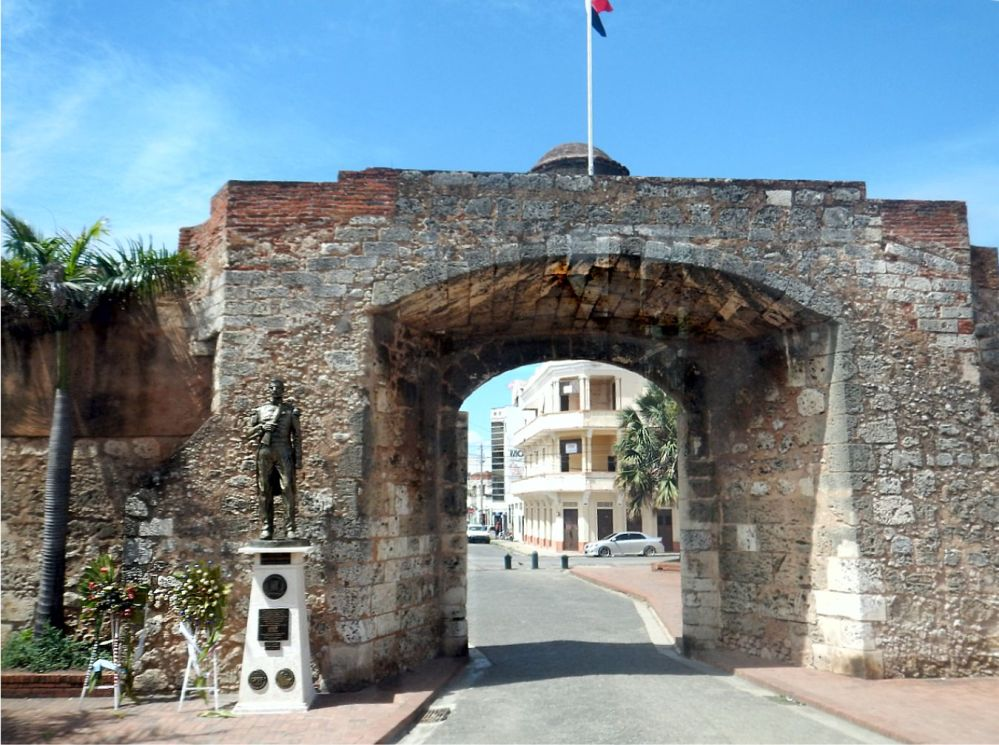 Santo Domingo gateway