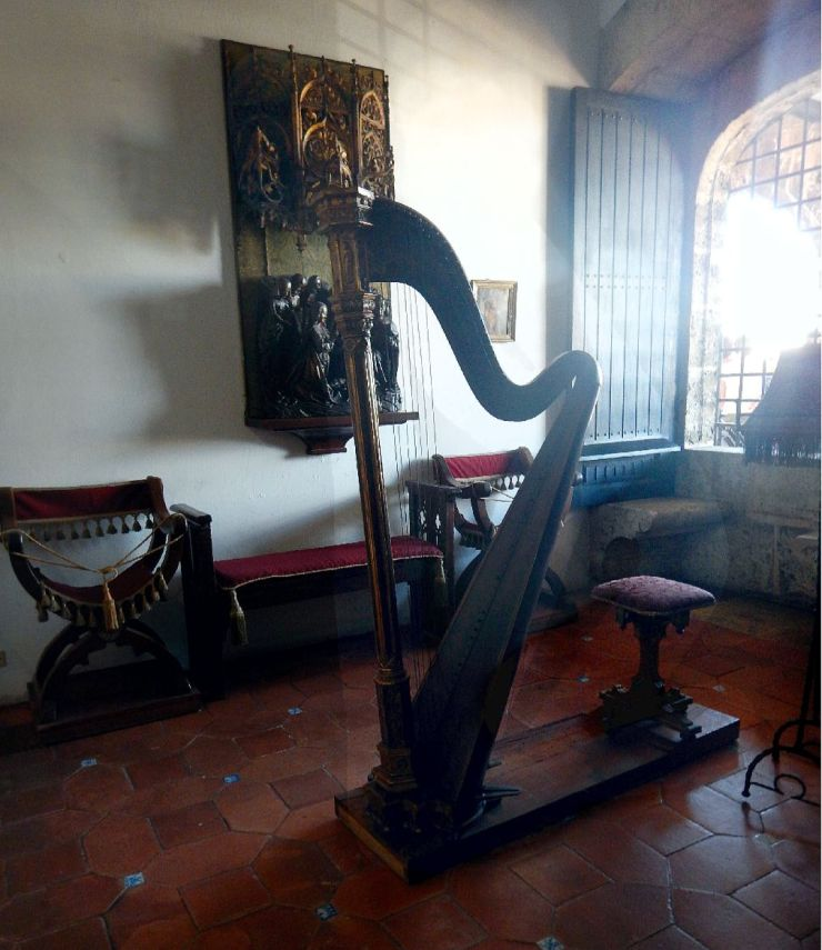 Columbus House harp