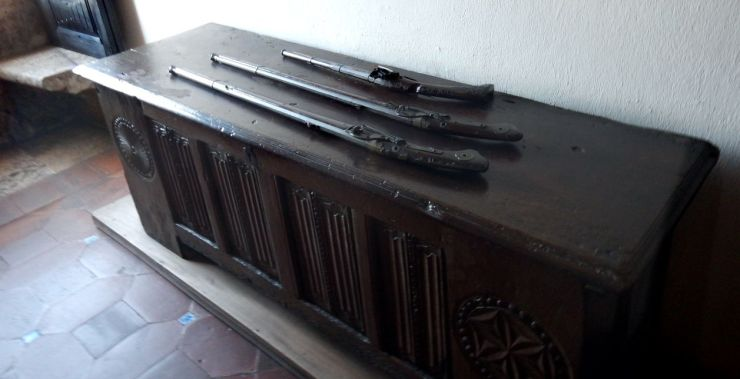 Columbus House muskets