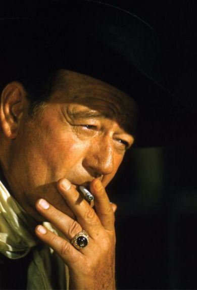 john-wayne-smoking-4
