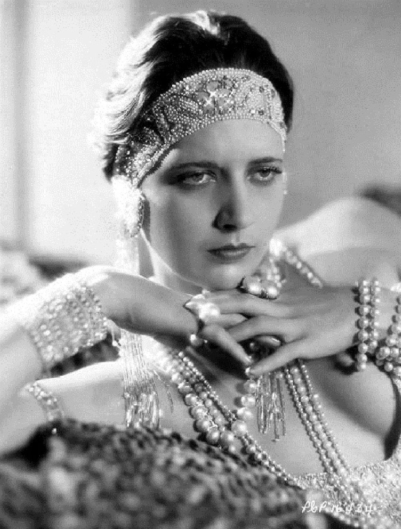 Julie Christie (born 1940 (born in Chabua, India),Ahney Her Sex pics & movies Liza Snyder,Errol Flynn (1909?959 (born in Tasmania and later naturalized American citizen)